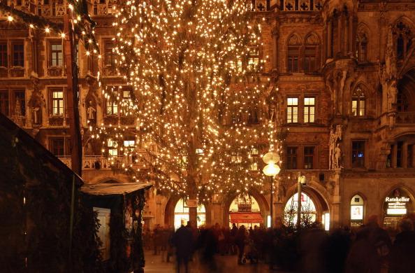 Christmas Decoration「Munich Christmas Market Is Bavaria's Oldest」:写真・画像(2)[壁紙.com]