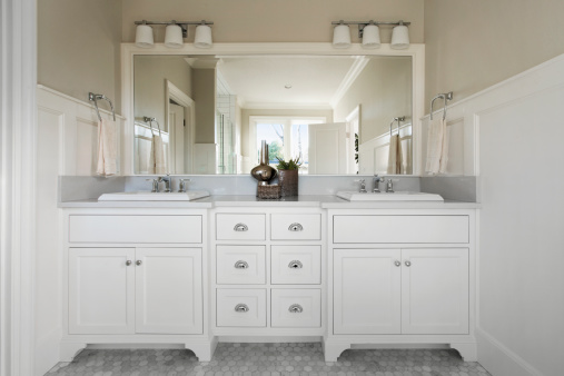 Vanity「Master bathroom with marble flooring」:スマホ壁紙(11)