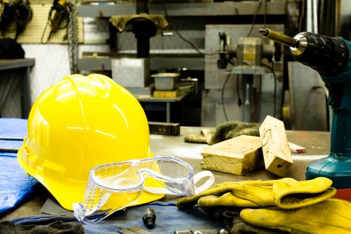 保護「ツール、ヘルメット、グローブ、ゴーグルは、ベンチ。」:スマホ壁紙(14)