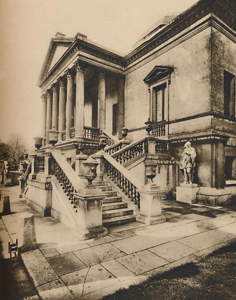 Mansion「Porticoed Entrance To Chiswick House」:写真・画像(12)[壁紙.com]