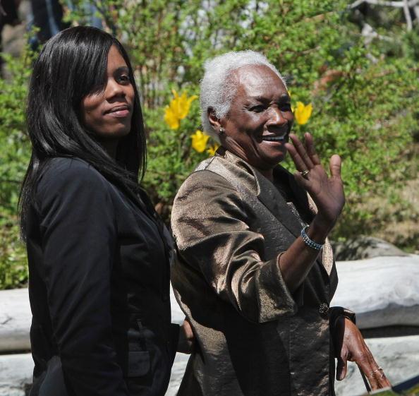 Waving「Boris Becker Weds Lilly - Legal Marriage At Segantini Museum」:写真・画像(17)[壁紙.com]