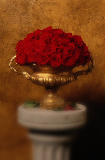 Flower Arrangement「Bouquet of Red Roses in a Vase」:スマホ壁紙(19)
