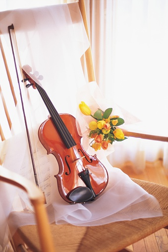 Violin「A Bouquet of Yellow and Orange Flowers With a Violin in a Chair」:スマホ壁紙(2)