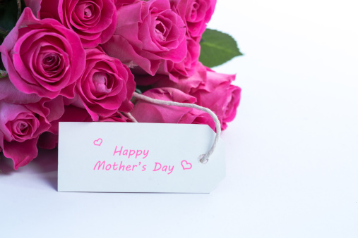 母の日「Bouquet of beautiful roses with happy mothers day card on a table」:スマホ壁紙(5)