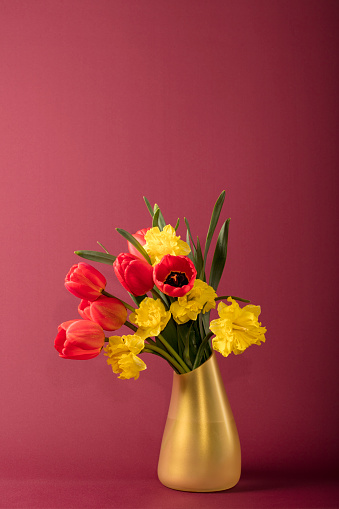 Birthday Card「Bouquet of flowers (tulips and daffodils) in a vase」:スマホ壁紙(16)