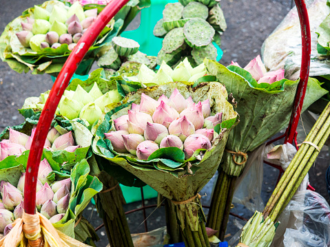 ブーケ「Bouquet of pale pink flowers at Street Flower Market, Bangkok, Thailand」:スマホ壁紙(15)