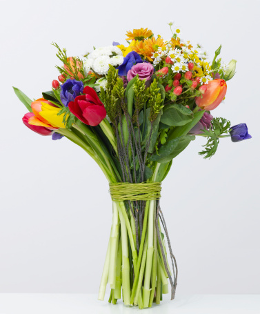 Gift「Bouquet of colorful flowers tied with green twine」:スマホ壁紙(19)
