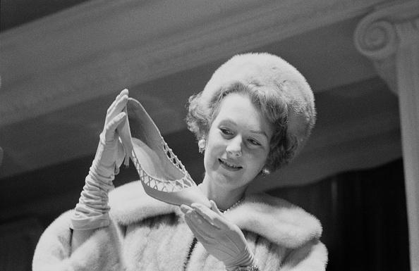 Socialite「Shoe Shopping With Lady Lewisham」:写真・画像(11)[壁紙.com]