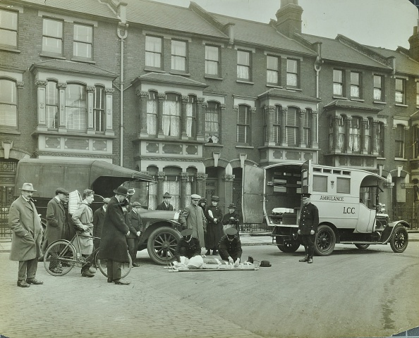Traffic Accident「Road Accident, Calabria Road, Islington, London, 1925. .」:写真・画像(14)[壁紙.com]