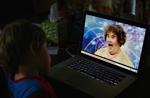 YouTube「Susan Boyle Seen At Home After Her Recent Success On Britain's Got Talent」:写真・画像(12)[壁紙.com]