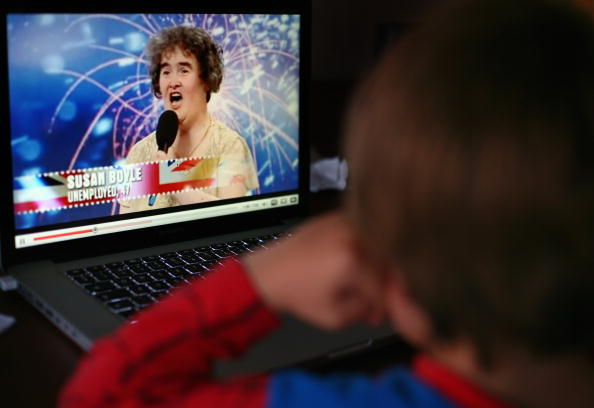 YouTube「Susan Boyle Seen At Home After Her Recent Success On Britain's Got Talent」:写真・画像(8)[壁紙.com]