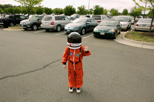 Astronaut「Space Shuttle Discovery Arrives In DC Area, To Be Permanently Housed At Smithsonian」:写真・画像(14)[壁紙.com]