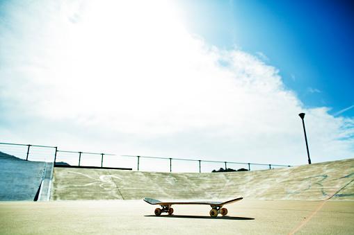 Skating「One skateboard」:スマホ壁紙(17)