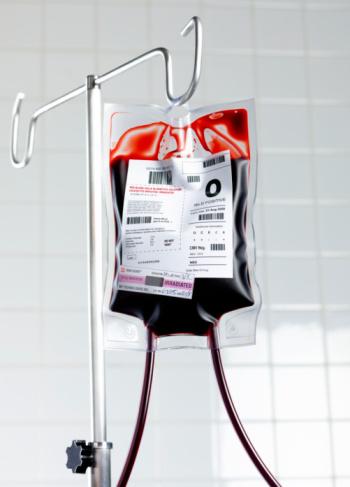 Healing「Blood bag on stand in hospital.」:スマホ壁紙(12)