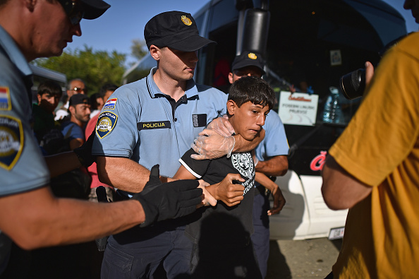 Waiting In Line「Chaos Surrounds The Migrant Crisis As Croatia Struggles To Cope With The Numbers」:写真・画像(12)[壁紙.com]