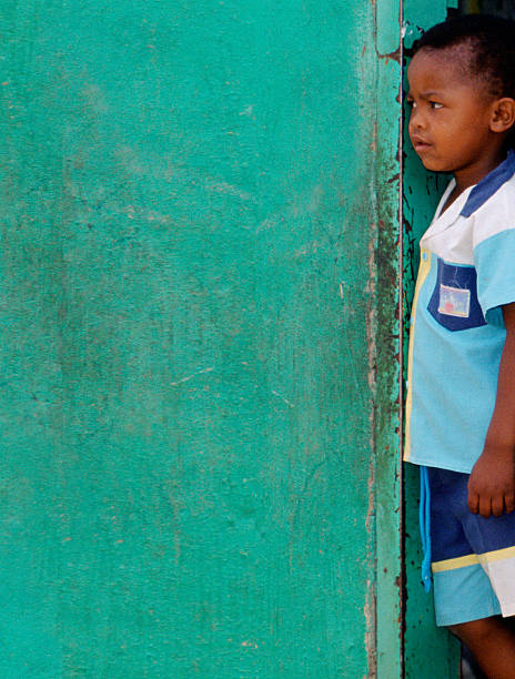 Young boy in Soweto Township:ニュース(壁紙.com)
