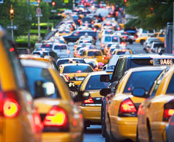 Taxis in rush hour traffic:スマホ壁紙(壁紙.com)