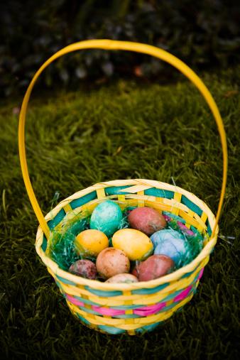 Easter Basket「Easter basket in grass.」:スマホ壁紙(2)