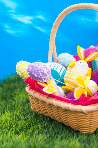 Easter Basket「Easter basket with colored eggs」:スマホ壁紙(13)