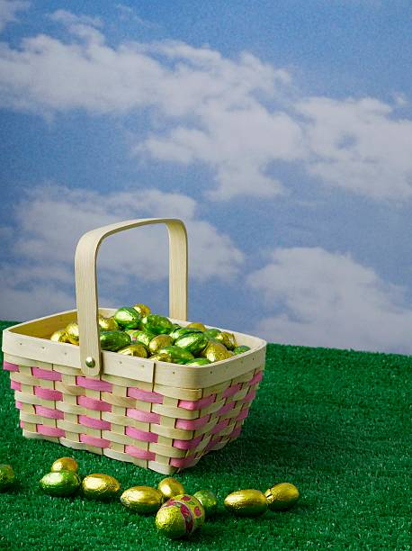 Easter basket of chocolate eggs in outdoor studio set:スマホ壁紙(壁紙.com)