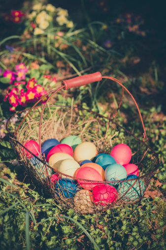 Easter「Easter basket in garden」:スマホ壁紙(7)