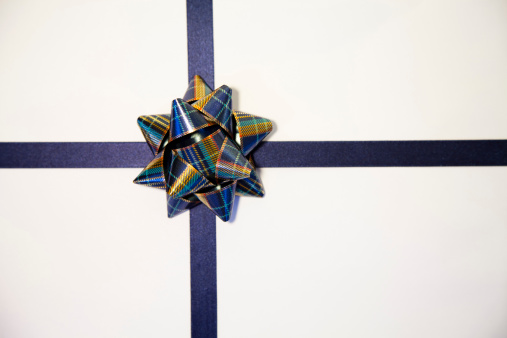 Gift「White gift with blue bow」:スマホ壁紙(13)