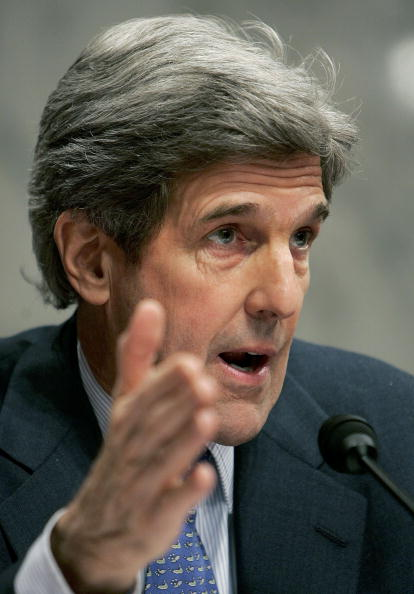 Joshua Roberts「Rice Testifies Before Senate Foreign Relations Committee」:写真・画像(14)[壁紙.com]