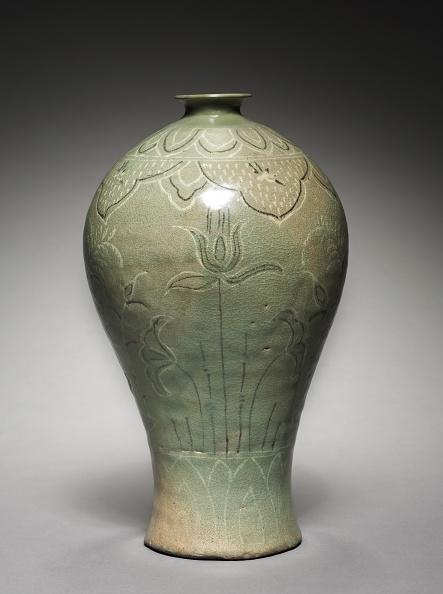 Single Tree「Vase With Inlaid Lotus And Reed Design」:写真・画像(4)[壁紙.com]