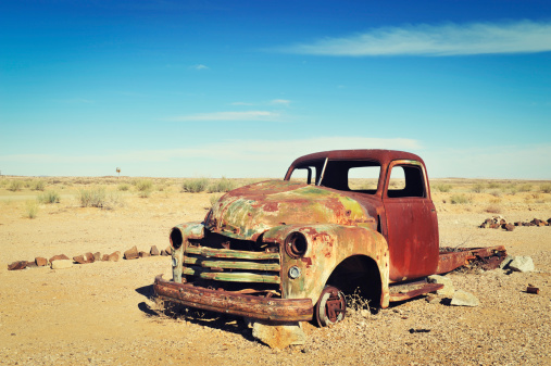 Vintage Car「Rusty old wreck abandoned in the Namibia Desert」:スマホ壁紙(16)