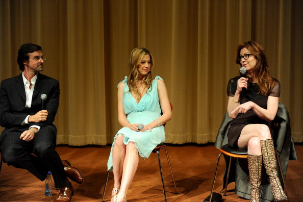 "Mira Sorvino「Premiere Of Multiple Avenue Releasing's ""Multiple Sarcasms"" - Panel」:写真・画像(2)[壁紙.com]"