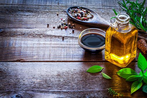 Pepper - Seasoning「Flavoring: oil and vinegar on rustic wooden table」:スマホ壁紙(15)