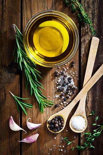 Condiment「Flavoring: olive oil, garlic, pepper, salt and rosemary」:スマホ壁紙(9)