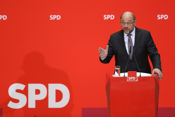 Green Light「Martin Schulz Gives Statements Following First Coalition Meeting」:写真・画像(4)[壁紙.com]