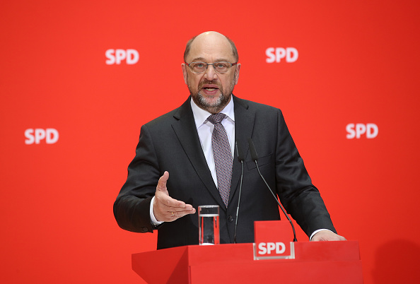 Green Light「Martin Schulz Gives Statements Following First Coalition Meeting」:写真・画像(5)[壁紙.com]
