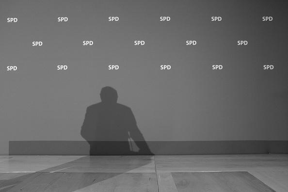 Shadow「Merkel Considers Coalition With Social Democrats」:写真・画像(15)[壁紙.com]