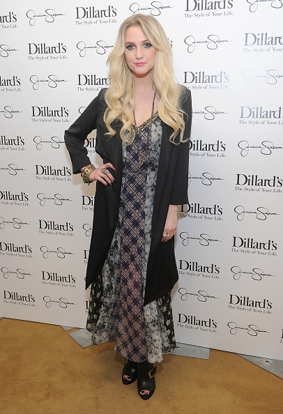 Wavy Hair「Jessica And Ashlee Simpson Host Jessica Simpson Collection Event At Dillard's NorthPark Center」:写真・画像(16)[壁紙.com]