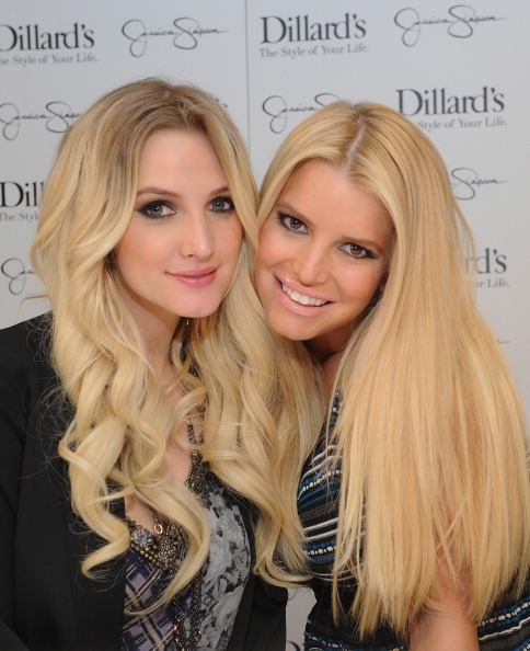 アシュリー・シンプソン「Jessica And Ashlee Simpson Host Jessica Simpson Collection Event At Dillard's NorthPark Center」:写真・画像(4)[壁紙.com]