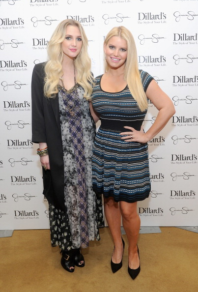 Ashlee Simpson「Jessica And Ashlee Simpson Host Jessica Simpson Collection Event At Dillard's NorthPark Center」:写真・画像(5)[壁紙.com]