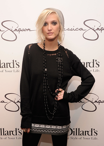 Three Quarter Length「Jessica And Ashlee Simpson Visit Dillard's International Plaza In Support Of the Jessica Simpson Collection」:写真・画像(13)[壁紙.com]
