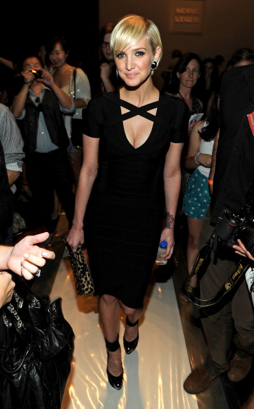 Form Fitted Dress「Herve Leger By Max Azria - Front Row - Spring 2012 Mercedes-Benz Fashion Week」:写真・画像(4)[壁紙.com]
