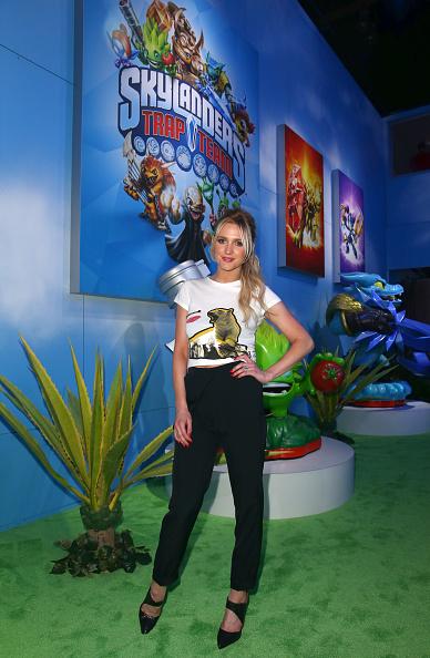 アシュリー・シンプソン「Ashlee Simpson Attends Skylanders Trap Team E3 Booth」:写真・画像(17)[壁紙.com]