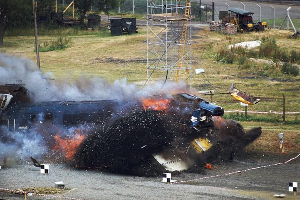 Test Track「Nuclear Waste Flask Survives Train Crash」:写真・画像(9)[壁紙.com]