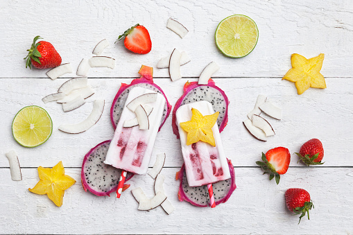 Coconut Milk「Homemade exocitic fruits, coconut ice lollies, starfruit, lime, dragonfruit, dryed coconut chips and strawberries」:スマホ壁紙(16)