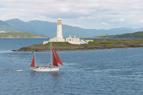 Passenger Craft「The Firth of Lorn from the Oban to Mull ferry with Eilean Musdile lighthouse in the background. July 2004」:写真・画像(11)[壁紙.com]