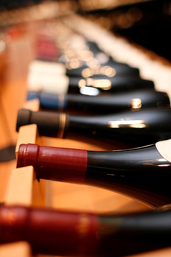Wine Bottle「Red Wines on Wine Rack - Shallow Focus」:スマホ壁紙(14)