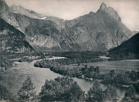 Riverbank「Romsdalshorn」:写真・画像(7)[壁紙.com]