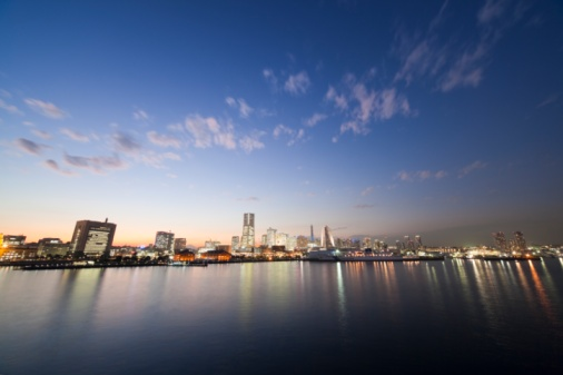 神奈川県「Minato Mirai skyline at twilight, with reflections on the water. Yokohama, Kanagawa Prefecture, Japan」:スマホ壁紙(1)
