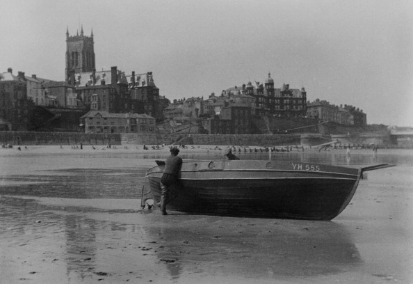 Fisherman「Fishermen On Cromer Beach」:写真・画像(0)[壁紙.com]