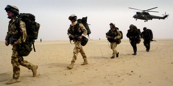 Bay of Water「British Troops Train In Kuwaiti Desert」:写真・画像(11)[壁紙.com]