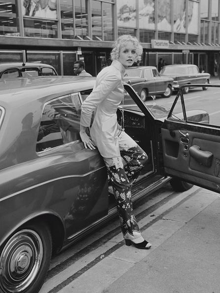 女性歌手「Twiggy arrives at Heathrow」:写真・画像(13)[壁紙.com]